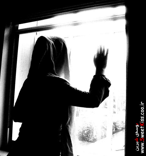 http://sweetkiss.persiangig.com/image/Sad/Alone_gir_Black-white-window1(www.SweetKiss.coo.ir).jpg